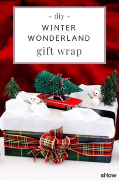 Here's a gift wrap idea inspired by these tiny winter wonderlands. In this display, a car carrying a freshly cut tree on its roof is driving along a country road surrounded by snowbanks and snowmen—and everything's taking place on the lid of a reusable gift box.
