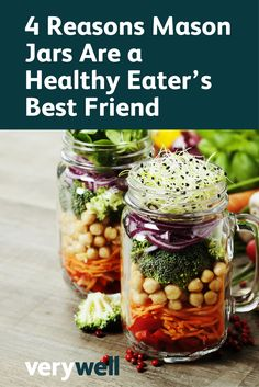 Don& know what to eat for lunch? Try these five healthy tricks to stick to your weight loss plan during lunch. A little planning a head and healthy lunch recipes will help you reach your goals. Ways To Eat Healthy, Healthy Soup, Healthy Tips, Healthy Snacks, Healthy Eating, Healthy Recipes, Lunch Recipes, Vegetarian Recipes, Jar Recipes