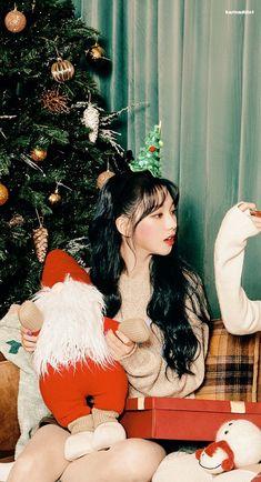 Black Mamba, Avatar, November 17, Korean Girl Groups, Kpop Girls, Jimin, Christmas Ornaments, Wallpaper, Holiday Decor
