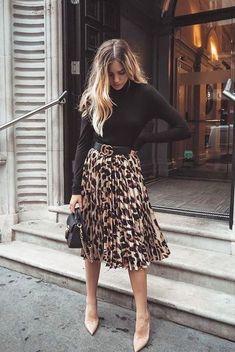 14 maneiras de usar a blusa favorita da vez How to Wear a Turtleneck: 14 Unusual Ways To Bet On The Trend Of The Time! 14 maneiras de usar a blusa favorita da vez Mode Outfits, Casual Outfits, Fashion Outfits, Fashion Tips, Fashion Trends, Night Outfits, Fashion 2020, Office Outfits, Classy Outfits