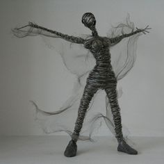 Risultato immagini per rachel ducker Wire Crafts, Diy And Crafts, 3doodler, Wicker Table, Wire Art, Sculpture Ideas, South Africa, Inspiration, Image