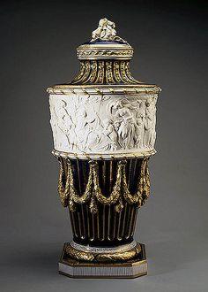 019 Jarra-Porcelana de Sèvres 1770- Copyright ©2003 State Hermitage Museum. All rights reserved