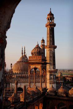 Bara Imambara, Lucknow, India.| Construido por Asaf-ud-Daula, Nawab de Lucknow, en 1784. También se le conoce como la Asafi Imambara.