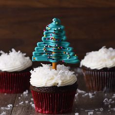 These Santa hat cupcakes are easy to make, make with your favorite cake recipe and with Homemade Icing. They make a great Christmas Party Treat. These Santa Hat Chritmas cupcakes are Christmas desserts that kids will love Christmas Tree Cupcakes, Christmas Snacks, Christmas Cooking, Christmas Goodies, Christmas Candy, Holiday Treats, Holiday Recipes, Snowman Cupcakes, Holiday Cupcakes