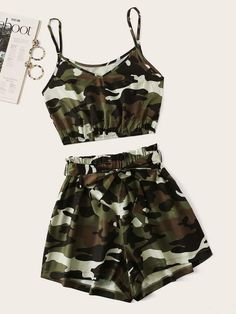 Camo Print Crop Cami Top com Shorts - Cute clothes - Roupas Ideias Cute Lazy Outfits, Camo Outfits, Teenage Outfits, Crop Top Outfits, Mode Outfits, Pretty Outfits, Stylish Outfits, Girls Fashion Clothes, Teen Fashion Outfits