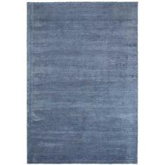 Retro! De Sensation blue is een fluweel velvet blauw vloerkleed met een zacht glanzend oppervlak. Dit vloerkleed geeft je interieur direct een retro en stoere uitstraling. Verkrijgbaar in vier unieke kleuren en twee verschillende formaten.#retro #vloerkledenloods #carpet #rug #viscose #velvet #soft #trendsetter #interior #interiordesign #modern #happyshopping
