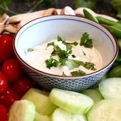 Is a healthy veggie dip recipe possible? This yogurt veggie dip cuts calories, not flavor. Try this easy, gluten-free Greek yogurt vegetable dip next time your veggies need a tasty pairing. You and your tastebuds will love this easy veggie dip. Easy Healthy Dinners, Healthy Dinner Recipes, Healthy Snacks, Vegetarian Recipes, Healthy Eating, Diabetic Recipes, Healthy Cooking, Vegetable Recipes, Sin Gluten