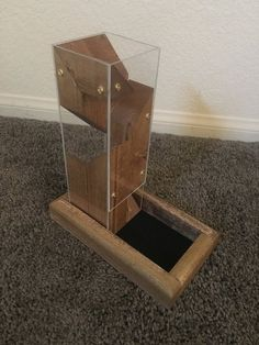 Stained Modern Dice Tower – Verre et de vitrailes Wood Projects, Woodworking Projects, Dice Tower, Dungeons And Dragons Dice, Wooden Truck, Nerd Crafts, Game Workshop, Sombre, Wood Tools