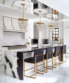 Modern Kitchen Interior Remodeling Cozinha preto e branco - Luxury Kitchen Design, Best Kitchen Designs, Luxury Kitchens, Interior Design Kitchen, Cool Kitchens, Design Bathroom, History Of Interior Design, Tiny Bedroom Design, Remodeled Kitchens