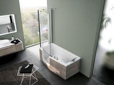 Wanna Iris marki Novellini z dedykowanym parawanem to oryginalne rozwiązanie oferujące możliwość przeobrażenia wanny w kabinę prysznicową. Wszystko za sprawą szklanych drzwiczek w obudowie wanny, które można otwierać. Fot. Novellini