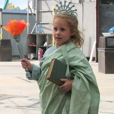 how to make a diy statue of liberty halloween costume inhabitots quilting pinterest. Black Bedroom Furniture Sets. Home Design Ideas
