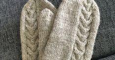 Omistan taidon, hukata talven aikana vähintäänkin muutamat lapaset. Usein molemmat, jäävät milloin mihinkin; yleensä kyllä bussiin. Ja... Gloves, Winter, Fashion, Winter Season, Moda, Fashion Styles, Fasion, Mittens, Fashion Illustrations