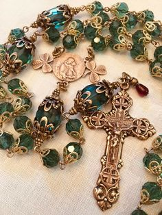 This is a beautiful Irish Shamrock 5 decade rosary. A solid bronze shamrock crucifix completes this design. I attached red glass, tear-drop shaped bead above the crucifix. Rosary Prayer, Holy Rosary, Catholic Jewelry, Rosary Catholic, Prayers To Mary, Rosary Beads, Crystals And Gemstones, Cross Pendant, Emerald Green