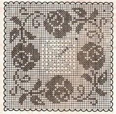 Kira scheme crochet: Roses Crochet Table Runner Pattern, Crochet Doily Patterns, Crochet Tablecloth, Tatting Patterns, Crochet Squares, Crochet Motif, Crochet Doilies, Crochet Flowers, Crochet Stitches