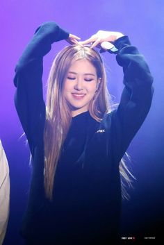 Photo album containing 40 pictures of Rosé Kim Jennie, Kpop Girl Groups, Korean Girl Groups, Kpop Girls, Foto Rose, Rose Bonbon, Blackpink Members, Black Pink Kpop, Black Pink Rose