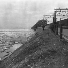 Des embâcles de glace se forment le long du pont Victoria sur le fleuve Saint-Laurent en 1925 . Archives de Montréal BM42-G2704 . . #514 #mtl #yul #montreal #montréal #montréaljetaime #streetsof514 #montreallife #illuminationMTL #jaimemtl #cinqcentquatorze #mtlmoments #archives #history #archivesmtl #vintage