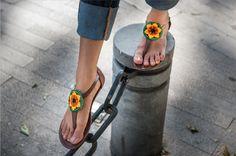 Botas mexicanas. Moda artesanal bordado huichol