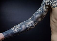 Impressive geometric tattoos by Nazareno Tubaro