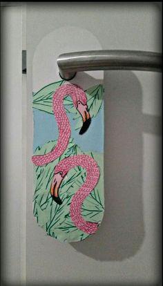 Diy flamingo door hanger  ❤🌴❤Love it . ❤So creative