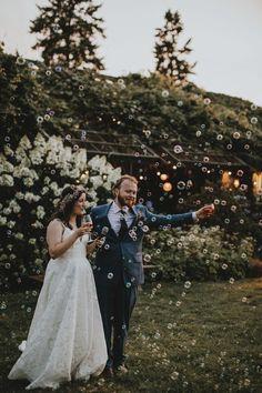 Wedding reception bubbles | Image by Danaea and Silas Godard Wedding Show, Wedding Reception, Our Wedding, Wedding Photoshoot, Photoshoot Ideas, Botanical Gardens Wedding, Garden Wedding Inspiration, Wedding Places, Wedding Colors