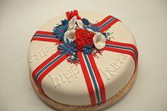17 mai kake marsipan - Google-søk Norwegian Food, Norwegian Recipes, Let Them Eat Cake, Beautiful Cakes, Norway, Cupcake Cakes, Christmas Bulbs, Food And Drink, Birthday Cakes