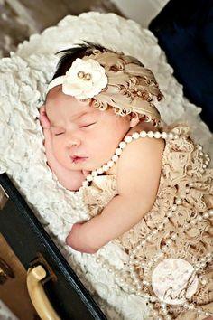Precious newborn baby girl pearls Gatsby flapper  Toni Kami ~•❤• Bébé •❤•~ Precious newborn photography idea