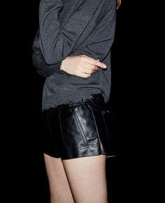Short façon cuir à poches zippées - The Kooples