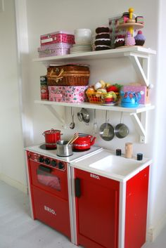 A lovely play kitchen!