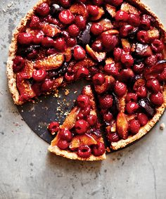 With a toasted almond crust, maple roasted figs and fresh raspberries, this fuss-free dessert is an all-round hit