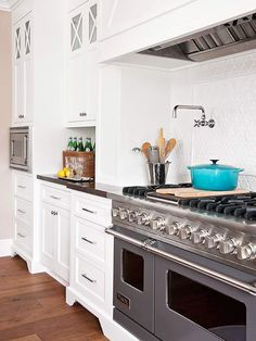 white kitchen...double oven...HUGE stovetop...Caribbean LC... <3