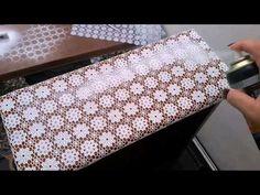 Veja como fazer uma linda caixa craquele com a Craquelex Color da Acrilex e também a decorar um vaso de vidro. Produtos Acrilex Utilizados: Tinta Nature Colo...