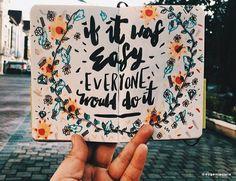 Você está querendo inovar no seu planner? Que tal fazer isso com uma caligrafia diferente? Vem aprender mais sobre os materiais para caligrafia e lettering!