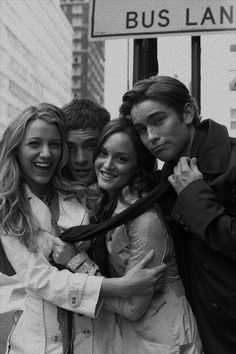 Discover recipes, home ideas, style inspiration and other ideas to try. Mode Gossip Girl, Estilo Gossip Girl, Gossip Girl Blair, Nate Archibald, Chuck Bass, Gossip Girl Quotes, Black And White Picture Wall, Old Money, Black And White Aesthetic