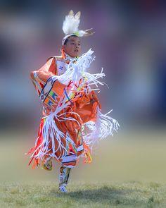 Orange Julyamsh Shawl Dancer, photo by misst. Native American Children, Native American Regalia, Native American Clothing, Native American Pictures, Native American Beauty, Fancy Shawl Regalia, American Pride, American Dolls, Native Style