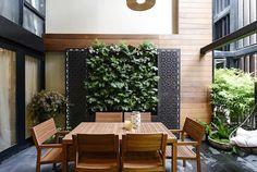 The Block Triple Threat: Woche 10 Außenterrassen - Terrace dreams - Terrasse Outdoor Wall Art, Outdoor Walls, Outdoor Furniture Sets, Outdoor Decor, Patio Design, Exterior Design, Garden Design, Courtyard Design, Courtyard Ideas