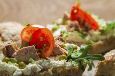 Tosta de pan integral con queso fresco, pavo y tomate encima Baked Potato, Mashed Potatoes, Pan Integral, Queso Fresco, Healthy Recipes, Baking, Ethnic Recipes, Food, Healthy Vegetarian Meals