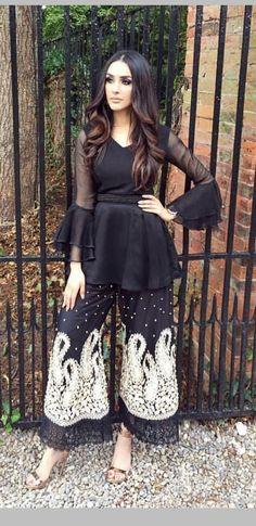 Pin by Bushra Lakdawala on Pakistani dresses Pakistani Dresses Casual, Pakistani Dress Design, Indian Dresses, Indian Outfits, Stylish Dresses, Fashion Dresses, Pakistani Couture, Pakistan Fashion, Desi Clothes