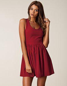 Julie Dress - Dry Lake - Vinröd - Festklänningar - Kläder - NELLY.COM Mode online på nätet