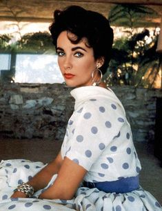 Lovely as always --Elizabeth Taylor! :: Elizabeth Taylor:: Polka Dot Dress:: Old Hollywood:: Liz Taylor Glamour Hollywoodien, Old Hollywood Glamour, Hollywood Stars, Classic Hollywood, Hollywood Cinema, Hollywood Actresses, Divas, Most Beautiful Women, Beautiful People
