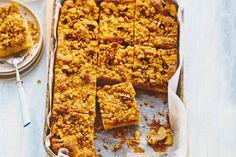 De kruidige kruimels met pecannoten bovenop maken de cake heel bijzonder - Recept - Allerhande