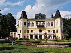 Jagd #schloss mit Park nahe der Kulturhauptstadt Kosice Mansions, House Styles, Tourism, Hunting, Culture, Destinations, Viajes, Manor Houses, Villas