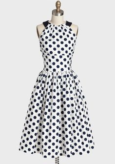 Ok so not a huge polka dot fan but I love the style of this dress and I might even wear it even with the polka dots. Olivia Dress By Queen Of Heartz: White and Navy Blue Polka Dot Print Dress Modern Vintage Dress, Vintage Dresses, Vintage Outfits, Vintage Clothing, Vintage Style, Vintage Inspired Fashion, 1950s Fashion, Vintage Fashion, Pretty Outfits