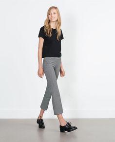 Imagen 1 de LEGGING CROPPED FLARE de Zara