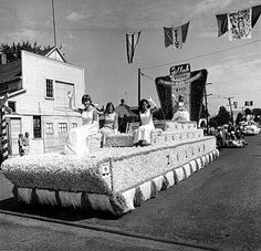 Zillah Float 1968...Ruth Voorhies (queen) Princesses (temps) are Cheri Cavanaugh, Carolee Cavanaugh, Bev Crosby.