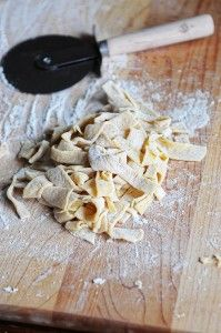 Noodle Basics Basic Egg Noodle Recipe, a staple in farmhouse kitchens!Basic Egg Noodle Recipe, a staple in farmhouse kitchens! Pasta Recipes, New Recipes, Real Food Recipes, Cooking Recipes, Yummy Food, Favorite Recipes, Cooking Tips, Recipies, Pasta Meals