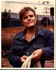 Jack Lord has such a warm inviting smile.
