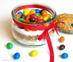 Backmischung im Glas für Cookies mit M&Ms
