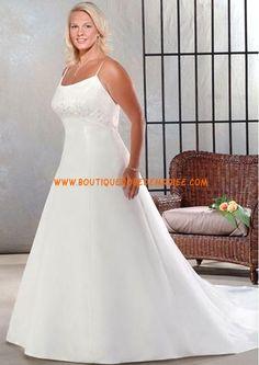 Robe de mariée grande taille avec longue traîne