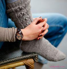 Kalte Füße? Mit dieser Anleitung stricken Sie die schönsten Socken, die Sie auch noch warm durch den kalten Winter bringen. Hier geht\'s zur Anleitung.