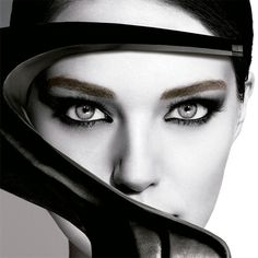 Un buen diseño de cejas es el mejor de los complementos para tu mirada. Anota estas diez claves a tener en cuenta a la hora de darles forma.
